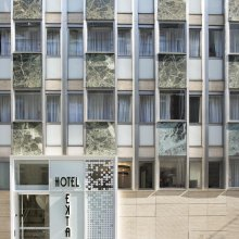 Fachada del Hotel Ekta
